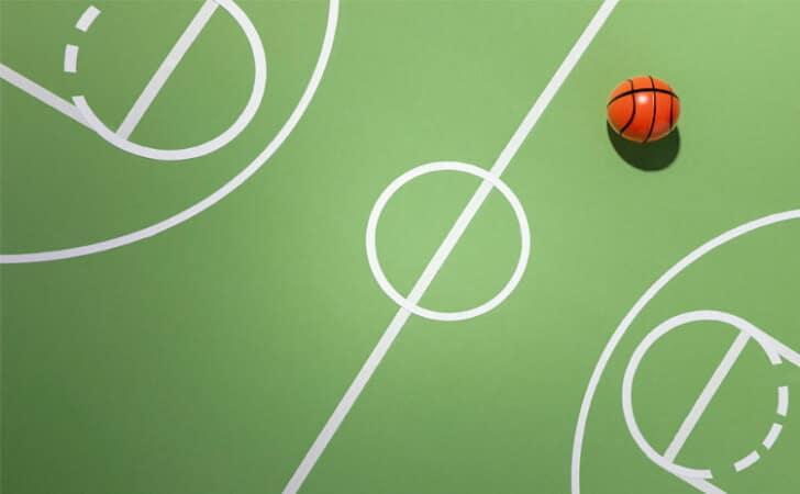 Campo-e-bola-de-basquete-para-criar-estrategias