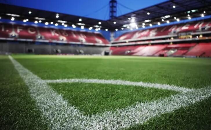 Visao-da-area-de-escanteio-em-um-campo-de-futebol-1.jpg
